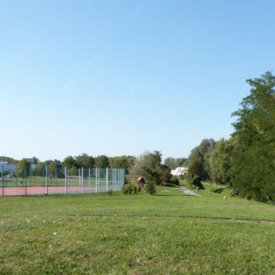 Okolí školy, hřiště